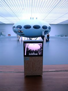 The Futuro house prototype design by Matti Suuronen Unusual Buildings, Interesting Buildings, Residential Architecture, Architecture Design, Streamline Moderne, Prefabricated Houses, Dome House, Ziggy Stardust, Space Ship