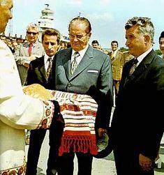 Lovitură de stat 1989 | Nicolae Ceauşescu Preşedintele României site oficial Mtv, Nicu, Blazer, History, Halloween, Instagram, Military, Venice, Historia