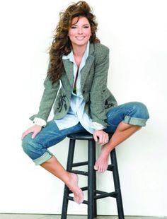 See Shania Twain pictures, photo shoots, and listen online to the latest music. Most Beautiful Women, Beautiful People, Shania Twain Pictures, Country Female Singers, Country Music News, Barefoot Girls, Foto Pose, Country Girls, Clothes For Women