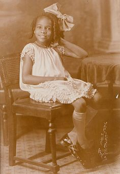 Vintage Photo of African American Girl, by James Van Der Zee, 1927 American Women, American Photo, American Children, African American History, American Girl, Vintage Children Photos, Vintage Pictures, Vintage Black Glamour, Vintage Beauty