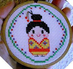 Kokeshi  Muñeca Japonesa  Decorativo Punto de Cruz por COSIMITAS