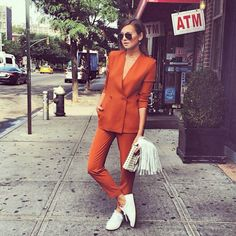 Wearing suits is not only for men! Women suits are the new trend of this season. If you want to look cool and stylish, you should buy a suit and match. Office Fashion, Work Fashion, Fashion Looks, Fashion Outfits, Womens Fashion, Fashion Clothes, Sneakers Fashion, Trendy Fashion, Fashion News