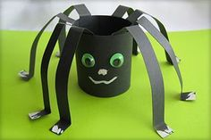 fabric crafts to sell Bastelanleitung fr Spinne aus Papier fabric crafts to make and sell - Fabric Crafts Halloween Crafts For Kids, Halloween Kids, Fall Crafts, Crafts To Make, Halloween Spider, Holiday Crafts, Halloween Costumes, Toddler Crafts, Preschool Crafts