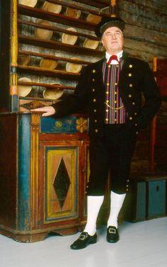 Larsmo Larsmo, Österbotten Mansdräkt  Folkdräkter - Dräktbyrå - Brage Folk Costume, Costumes, Folklore, Norwegian People, Helsinki, Ancient History, Finland, Celebs, My Love