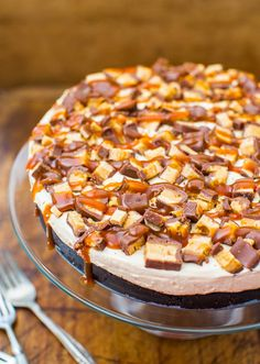 no bake deep-dish peanut butter Snickers pie with salted caramel
