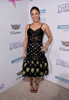Paula Patton Strappy Sandals - Paula Patton finished off her outfit with chic black ankle-strap sandals.