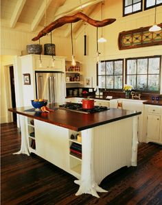 moderne landhausküchen design wandschrank holz ziegel | Küche ... | {Landhausküchen holz modern 6}