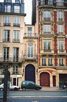 "smallest ""house"" in Paris"