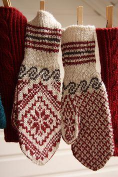 Ravelry: annepaalandet's Selbu Mittens IX Knitted Mittens Pattern, Knit Mittens, Knitted Gloves, Knitting Socks, Wrist Warmers, Hand Warmers, Knitting Stitches, Knitting Patterns, Fair Isle Knitting