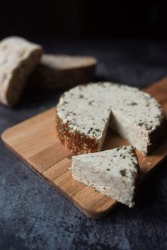 Vegan Cheese Recipes, Raw Vegan Recipes, Vegan Desserts, Vegetarian Comfort Food, Vegan Vegetarian, Charcuterie, Pulp Recipe, Veggie Diet, Queso Feta