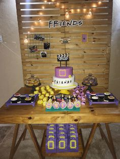 Just some ideas to plan my partydecoração simples tema friends Friends Birthday Cake, Friends Cake, 13th Birthday Parties, 14th Birthday, Friends Tv, Birthday Party Themes, 18th Party Themes, Birthday Ideas, Birthday Gifts