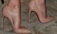"""Kate Beckinsale Shows Off Major Cleavage in Christian Louboutin """"So Kate"""" Pumps"""