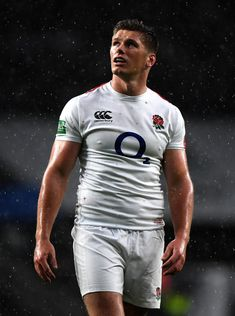 Owen Farrell Photos - Owen Farrell of England looks on during the Quilter International match between England and New Zealand at Twickenham Stadium on November 2018 in London, United Kingdom. New Zealand - Quilter International England Rugby Players, Hot Rugby Players, Rugby Wallpaper, Twickenham Stadium, Rugby Shorts, Man Anatomy, Rugby Men, All Blacks, London United