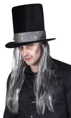 Pääkallohattu harmailla pitkillä hiuksilla.