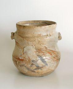 http://hotoke-antiques.com/topics/ShinoMizusashi_b_1.jpg E-Shino Mizusashi