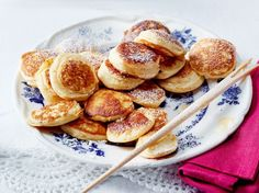 Our popular recipe for poffertjes and more than other free recipes on LECKER. Our popular recipe for poffertjes and more than other free recipes on LECKER. Dutch Recipes, Sweet Recipes, Baking Recipes, Mini Pancakes, Homemade Pancakes, Pancake Healthy, Breakfast Recipes, Dessert Recipes, Baked Cheesecake Recipe
