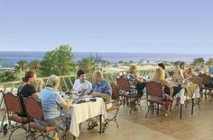 Auf der Terrasse mit Blick auf's Meer speisen: herrlich!