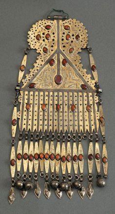 Turkmenistan | Large pendant from the Turkmen people; silver, gilt silver and cornelian stones | ca. 1900