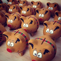 Reno mini poink alcancías Wooden Piggy Bank, Pig Bank, Cute Piggies, This Little Piggy, Money Box, Reno, Christmas Deco, Paper Mache, Winter Holidays