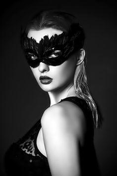 I wish they still had masquerade parties! Aline ♥