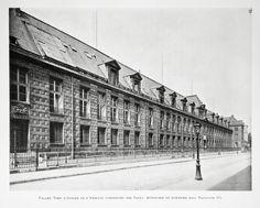 Façade Nord de la bibliothèque construite par Sully, restaurée et remaniée sous Napoléon III.- 99) PALAIS DE L'ARSENAL: Tout était dû à la tenace rancune du Régent, et il fallut attendre sa mort, le 2 décembre 1723, pour voir les travaux reprendre. Son successeur, le duc de Bourbon, accorda le 13 janvier 1724 une somme de 8 000 livres par mois, puis finalement, le 24 mars, un crédit global de 50 000 livres. Le chantier est donc remis en activité en avril, avec un nouveau maçon…