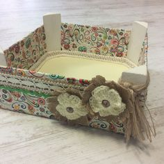 Wooden Crates, Decoupage, Projects To Try, Crochet Patterns, Shoulder Bag, Crafty, Box, Painted Mailboxes, Repurposed