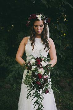 Fall bouquet. Burgundy bouquet. Organic bouquet. Tennessee wedding. Fall wedding. Photo by Love Stories by Halie + Alec // www.lovestoriesbyus.com