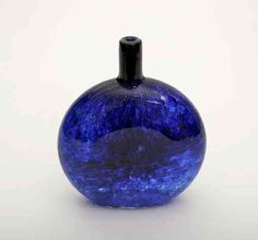 Oiva Toikka, Mansikkapaikka pullo, 1984-88 Cobalt Glass, Cobalt Blue, Glass Design, Design Art, Perfume, Glass Birds, Porcelain Ceramics, Glass Bottle, My Favorite Color