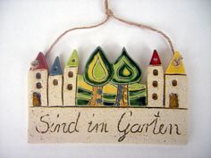 Pottery Painting, Ceramic Painting, Easy Crafts, Diy And Crafts, House Plaques, Garden Illustration, Clay Houses, Love Craft, Summer Crafts