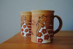 Hrnek s číčama Ceramic Decor, Ceramic Cups, Pottery Mugs, Ceramic Pottery, Coffee Love, Coffee Mugs, Cat Supplies, Kitchen Supplies, Clay Bowl