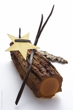 The fisheye of gourmet food & wine! Small Desserts, Fancy Desserts, Gourmet Recipes, Dessert Recipes, Log Cake, Eclairs, Pastry Art, Christmas Desserts, Plated Desserts