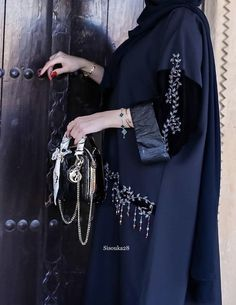 Burqa Fashion, Iranian Women Fashion, Modesty Fashion, Muslim Fashion, Fashion Dresses, Abaya Noir, Hijab Abaya, Modern Abaya, Stylish Hijab