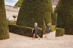 Enter the world of Baby Dior, browse the girls' ready-to-wear collection and watch the film.