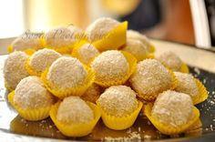 RAFFAELLO ROCHER col bimby Snack Recipes, Snacks, Canal E, Mini Cupcakes, Nutella, Truffles, Muffin, Chips, Sweets