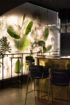 sophisticated Tropicl inspiration for west wall in Stick room. *Also, considering same theme in bold graffiti for dining room. ?? Above taqueria when it closes at night