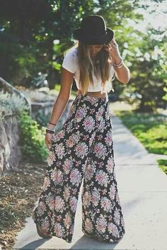 hippie style 419116309046338388 - her pants look comfy,but stylish at the same time Source by Theanaart Boho Outfits, Cute Outfits, Boho Spring Outfits, Fashion Outfits, Fashion Hair, Stylish Outfits, Winter Outfits, Boho Chic, Bohemian Style