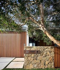 Queenscliff House by Watershed Desig Front Walkway, Front Fence, Australian Garden, Gate House, Australian Architecture, Fence Landscaping, House Front, Architecture Details, Landscape Design