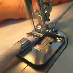 Corte e Costura Veja Como Mudar Sua Vida Financeira Modo Simples e Fácil - Herzlich willkommen Sewing Basics, Sewing Hacks, Sewing Tutorials, Sewing Crafts, Sewing Projects, Sewing Patterns, Fashion Sewing, Diy Fashion, Moda Fashion
