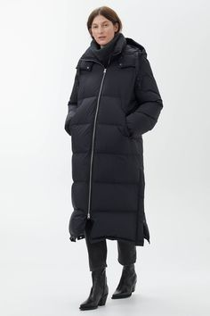 Explore ARKET coats and jackets for women including carefully made vests, puffer jackets, belted wool coat and denim jackets. Green Coat, Green Jacket, Intelligent Agent, Down Puffer Coat, Black Puffer Coat, Winter Jackets, Black Jackets, Winter Coats, Winter Clothes