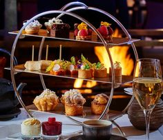 Tea time at the Park Hyatt Paris Vendome Best Restaurants In Paris, Restaurant Paris, Shangri La, Afternoon Tea Stand, Biscotti, Brunch In Paris, Resto Paris, Palace, Paris Food