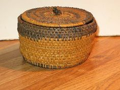 Antique Handmade American Folk Art Woven Basket With the Lid