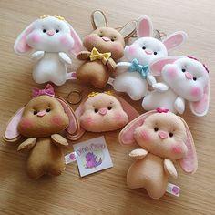 Me sentindo Papaléguas do Feltro que nem a @ateliedatayme kkkk 😂🐇😍 Essa foi a produção de uma madrugada inteira! Coelhos fofuxos que… Felt Crafts Patterns, Felt Crafts Diy, Felt Diy, Diy Arts And Crafts, Easter Crafts, Crafts For Kids, Sewing Stuffed Animals, Stuffed Toys Patterns, Animal Sewing Patterns