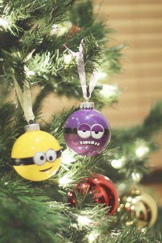 17 Cute and Adorable Minion Christmas Theme Minion Christmas, Christmas Mood, Christmas Balls, Christmas Themes, Christmas Decorations, Xmas, Christmas Recipes, Minion Ornaments, Disney Ornaments