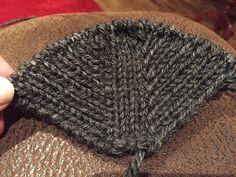 Arkimamman Arkiralli: Tossujen ohje Knitted Hats, Slippers, Socks, Knitting, Tricot, Breien, Slipper, Sock, Stricken