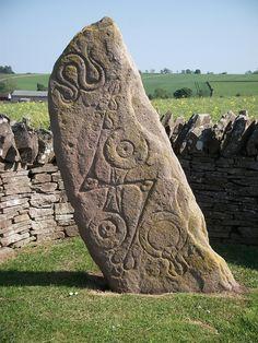 Pictish Symbol Stone, Aberlemno, Angus, Scotland by Glenn MacLeod Ancient Aliens, Ancient History, Les Runes, Alexandre Le Grand, Steinmetz, Celtic Culture, Mystique, Celtic Art, Ancient Architecture