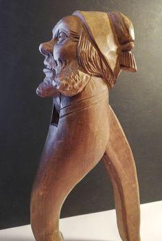 Schweizer Kunsthandwerk Brienz, Sammlung Roland Paireder Krummnußbaum Nutcrackers, Carving Wood, Swiss Guard, Arts And Crafts, Tree Structure