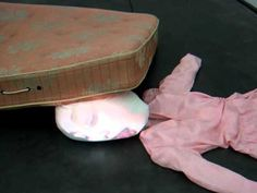 I love this artist's video installations / Tony Oursler, Guilty (1995) at the MCA, Chicago