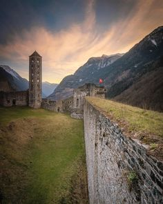 """Mesocco    remodemont on Instagram: """"⠀⠀⠀ ⠀⠀⠀⠀ ⠀⠀ ⠀⠀⠀⠀ ⠀⠀⠀⠀ nice atmosphere of the castle Mesocco  with @andymathys_photography ⠀ ——————————————⠀ ⠀⠀⠀⠀⠀⠀⠀⠀⠀⠀⠀⠀⠀⠀ #graubünden ⠀⠀⠀…"""" Switzerland, Nice, Photography, Instagram, Fotografie, Photograph, Nice France, Fotografia"""