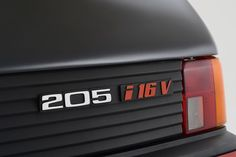 Peugeot-205-GTi-19-16V-Gutmann-10