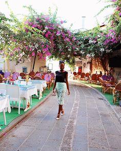 @sgturningpoint Où avais-tu prévu de voyager cette année?  Je rêvais de.. partir en Haïti au début de cette année. Et puis en Corée du Sud 🇰🇷 Utopie. C'étaient mes destinations ULTIMES. Mais encore une fois.. Utopie. Voyons comment se déroule le second semestre. et.. Continue à rêver ! [📸 archive. Bodrum, Turquie] #lifestyle #switzerland #blogger #korea #fashion #travel #haitian